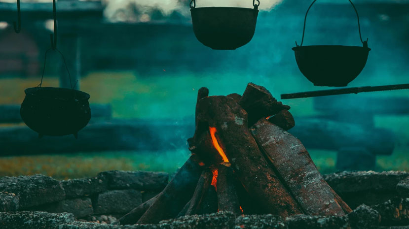 Cast-iron pots | ©Tikkho Maciel/Unsplash